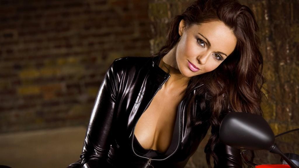 Порно девушка в меховой куртке